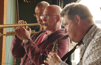 Graham with Derek Nash (Jools Holland, Sax Appeal) & Tim Cansfield (BeeGees, Dexys, Swing Out Sister)